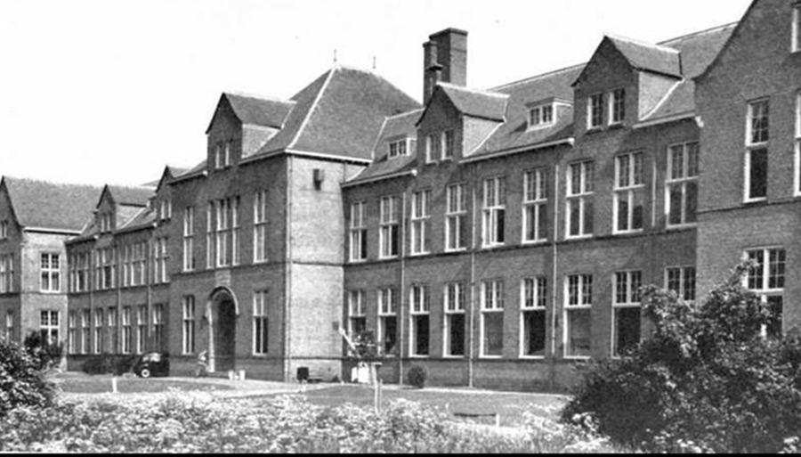 Historische foto van het Pathologie Laboratorium van de Universiteit Leiden, dat nu herbestemd wordt