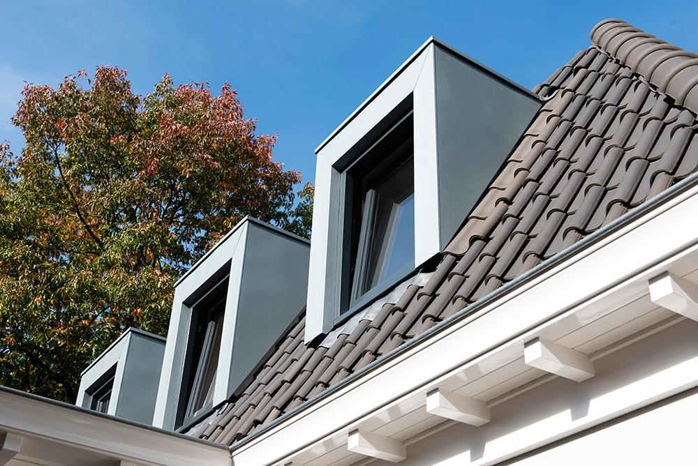 Renovatie- en uitbreidingsontwerp van architectenbureau A&R10 voor twee-onder-een kap jaren '30-woning in Zeist