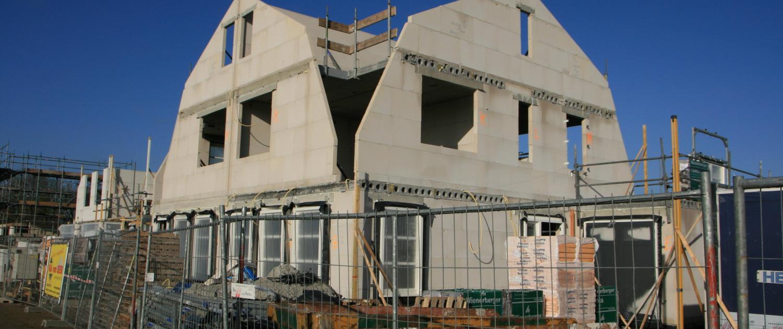 Bouw van een dubbele woning in Kamerik, naar ontwerp van architectenbureau A&R10