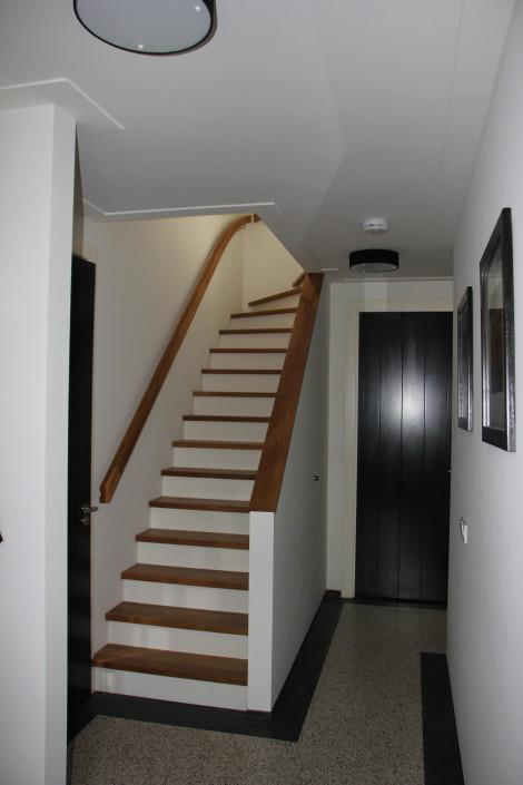 Architectenbureau A&R10 ontwierp een dubbele woning in Kamerik. Hier ziet u een beeld van de hal, na oplevering