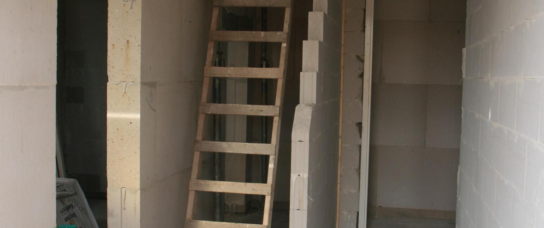 Bouw van een dubbele woning in Kamerik, naar ontwerp van architectenbureau A&R10. Hier ziet u de hal in wording.