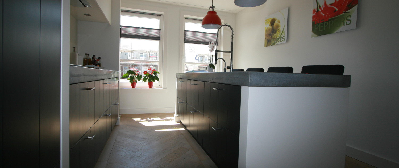 U ziet de gerealiseerde keuken in een dubbele woning in Kamerik, naar ontwerp van architectenbureau A&R10
