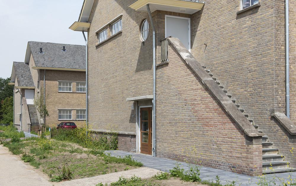 Trap achterkant appartementengebouw in de herbestemde Simon Stevin kazerne in Ede. Ontwerp van architectenbureau A&R10