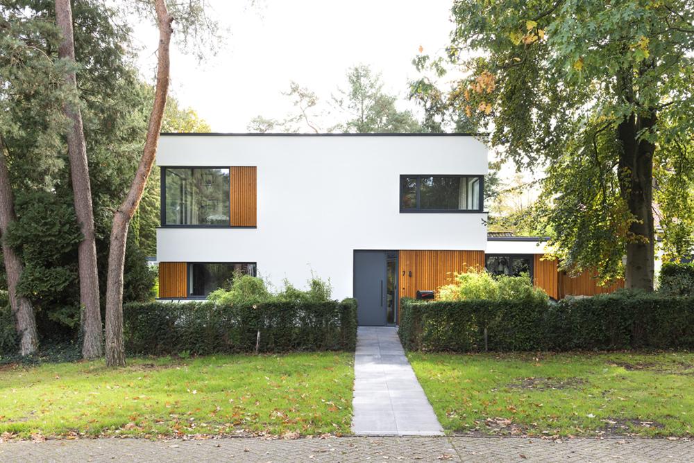 Resultaat verbouwing bungalow tot villa - zicht op voordeur