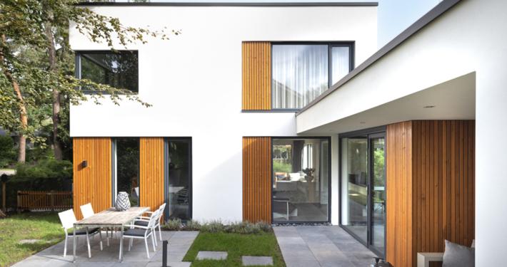Resultaat verbouwing bungalow tot villa - overzicht tuin en huis