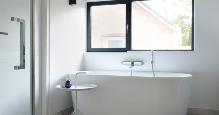 Resultaat verbouwing bungalow tot villa - badkamer met ligbad