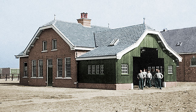Historische foto van hoefsmederij. Dit monument is nu militair-historisch informatiepunt, dankzij een ontwerp van A&R10